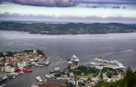 Harbour port in Bergen with Cruise Ships docked